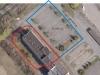 Czerwony kolor- prawo własności działki, niebieski kolor- służebność przejazdu i parkingu